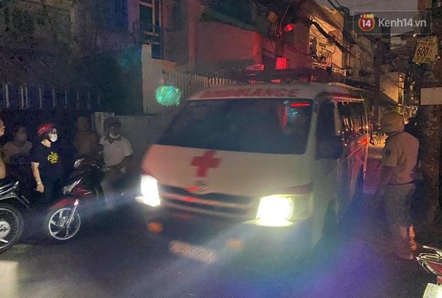 Ảnh: Hiện trường vụ cháy kinh hoàng khiến 7 người mắc kẹt tử vong thương tâm ở Sài Gòn - Ảnh 10.