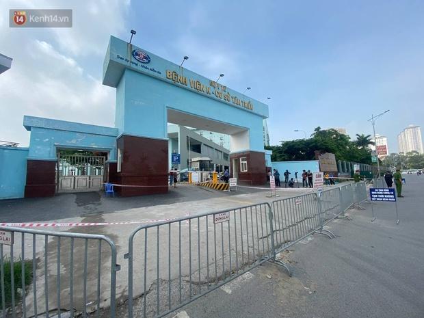 Ảnh: Cận cảnh phong toả Bệnh viện K Tân Triều sau khi ghi nhận 10 ca dương tính SARS-CoV-2 - Ảnh 2.