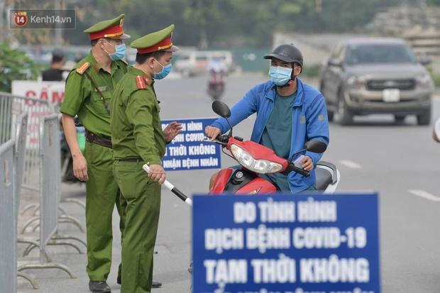 Ảnh: Cận cảnh phong toả Bệnh viện K Tân Triều sau khi ghi nhận 10 ca dương tính SARS-CoV-2 - Ảnh 3.