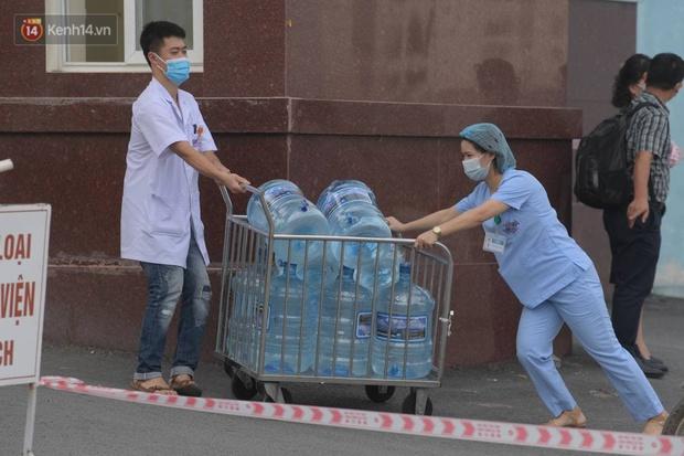 Ảnh: Cận cảnh phong toả Bệnh viện K Tân Triều sau khi ghi nhận 10 ca dương tính SARS-CoV-2 - Ảnh 6.