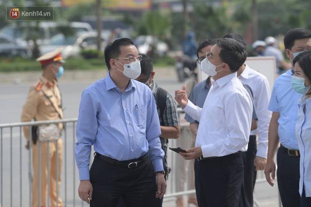 Ảnh: Cận cảnh phong toả Bệnh viện K Tân Triều sau khi ghi nhận 10 ca dương tính SARS-CoV-2 - Ảnh 4.