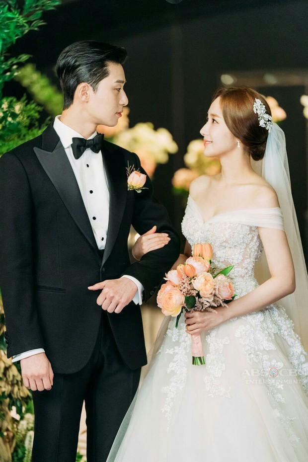 Netizen soi hành động của Park Seo Joon trong họp báo: Tình tứ với Park Min Young, nhưng giữ kẽ với nữ chính Itaewon Class? - Ảnh 16.