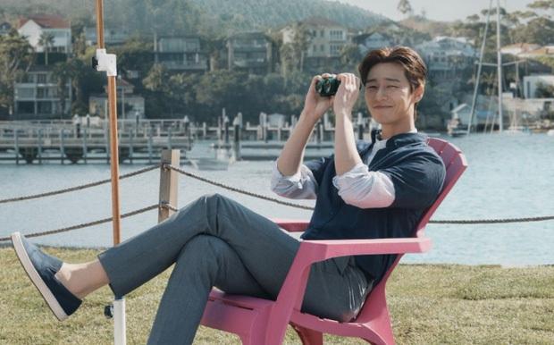 Netizen soi hành động của Park Seo Joon trong họp báo: Tình tứ với Park Min Young, nhưng giữ kẽ với nữ chính Itaewon Class? - Ảnh 15.