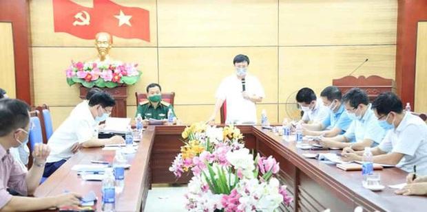 Nghệ An: Phong tỏa 5 thôn và 1 bệnh viện, cả thị xã Hoàng Mai giãn cách xã hội - Ảnh 1.