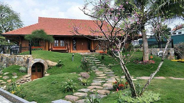 Ngắm đã mắt biệt phủ rộng lớn của Xuân Bắc: Được xây bằng gỗ tự nhiên, sang như khác sạn 5 sao, sân vườn chiếm spotlight - Ảnh 5.