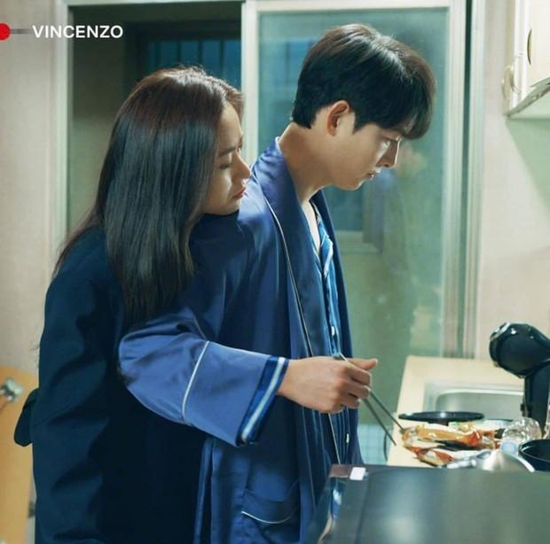 Ngất lịm với loạt ảnh khi nam thần phim Hàn vào bếp, thế này chị em lại phát phì mất thôi! - Ảnh 1.