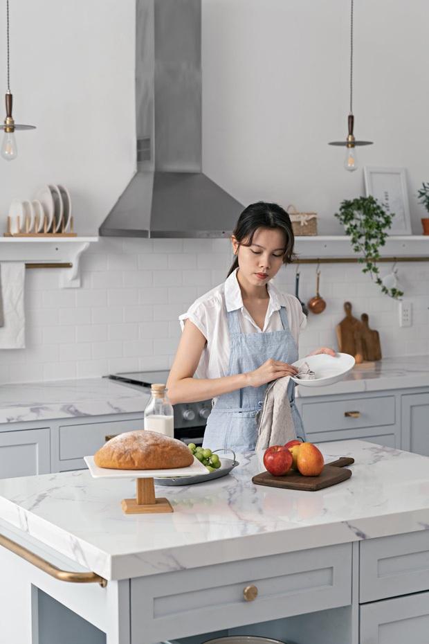 Các bạn trẻ khoe không gian chất nhất trong nhà: Người đầu tư 200 triệu cho phòng khách, người thiết kế bếp xịn như studio - Ảnh 9.