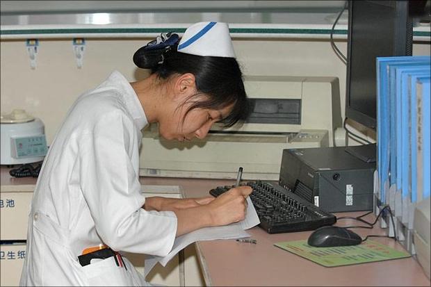 Nữ y tá 31 tuổi bị ung thư dạ dày vì nhiều năm liền ngày nào cũng ăn cháo, nghĩ như vậy sẽ tốt cho tiêu hóa - Ảnh 1.