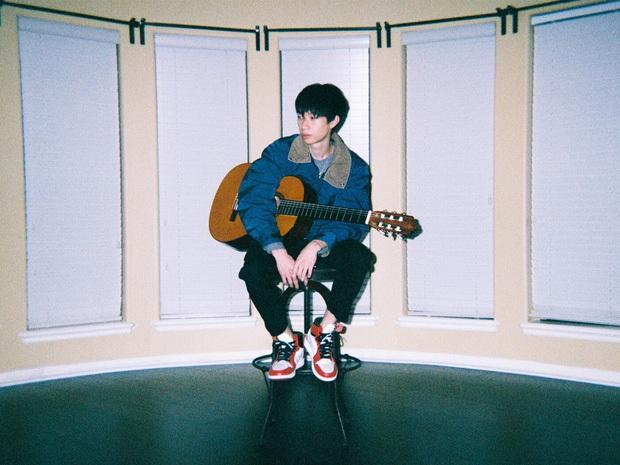 Nghệ sĩ gốc Việt khiến Jungkook (BTS), Baekhyun (EXO), Taeyong (NCT) và loạt idol Kpop thích mê, còn giới thiệu cho fan nghe cùng! - Ảnh 1.