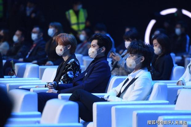 Chỉ sau 2 năm hoạt động EXO đã tan đàn xẻ nghé, màn comeback hoành tráng biến thành biển nước mắt - Ảnh 11.