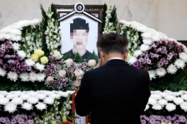 Xôn xao cái chết bí ẩn của nam sinh Hàn Quốc điển trai sau khi rủ bạn đi nhậu, đôi giày của người đi cùng trở thành chi tiết đáng ngờ - Ảnh 5.
