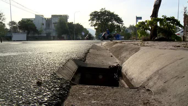 Kinh hoàng thấy hàng loạt chiếc bẫy trên đường ở Phú Mỹ - Ảnh 6.