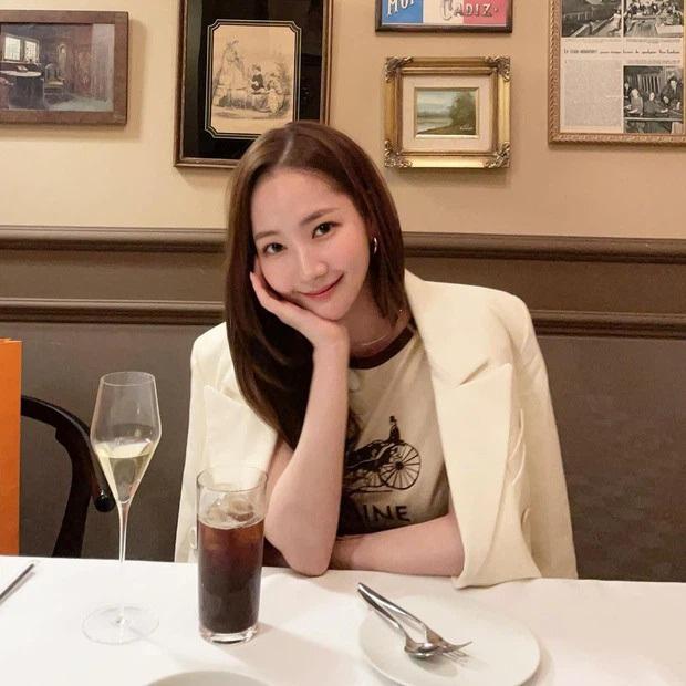 Netizen soi hành động của Park Seo Joon trong họp báo: Tình tứ với Park Min Young, nhưng giữ kẽ với nữ chính Itaewon Class? - Ảnh 12.