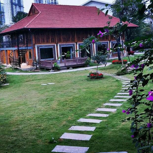 Ngắm đã mắt biệt phủ rộng lớn của Xuân Bắc: Được xây bằng gỗ tự nhiên, sang như khác sạn 5 sao, sân vườn chiếm spotlight - Ảnh 3.