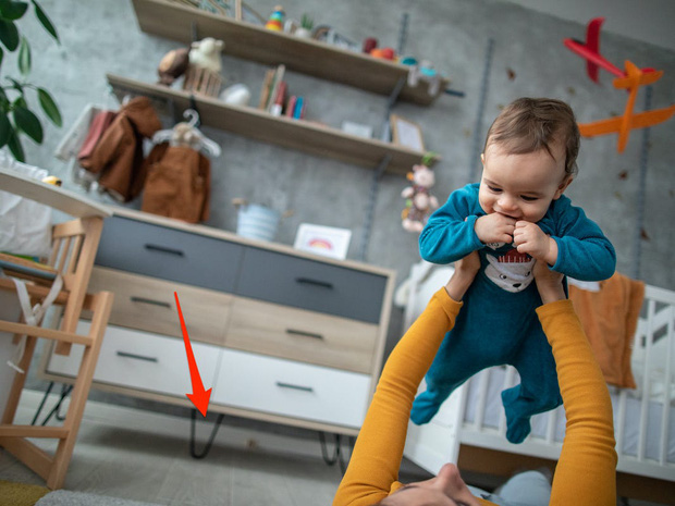 7 mối nguy hiểm tiềm tàng trong nhà, không cẩn thận sẽ khiến trẻ bị thương nghiêm trọng - Ảnh 1.