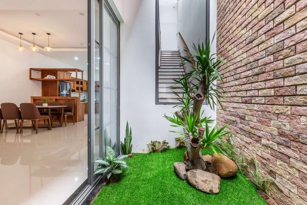 Vợ chồng 9X xây ngôi nhà lấy cảm hứng từ nhà rông và kiến trúc Pháp, riêng vật liệu phải lặn lội xuống Đồng Nai mua về - Ảnh 8.