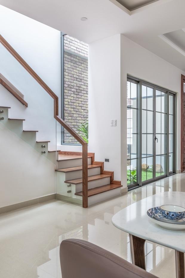 Vợ chồng 9X xây ngôi nhà lấy cảm hứng từ nhà rông và kiến trúc Pháp, riêng vật liệu phải lặn lội xuống Đồng Nai mua về - Ảnh 7.