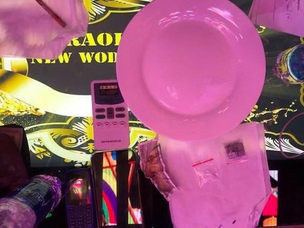 5 thanh niên mở tiệc ma túy trong quán karaoke giữa mùa dịch Covid-19 - Ảnh 2.