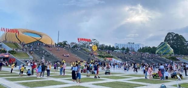 Lâm Đồng: Chưa truy vết được người tiếp xúc với BN3141 tại chợ đêm Đà Lạt, Quảng trường Lâm Viên - Ảnh 1.