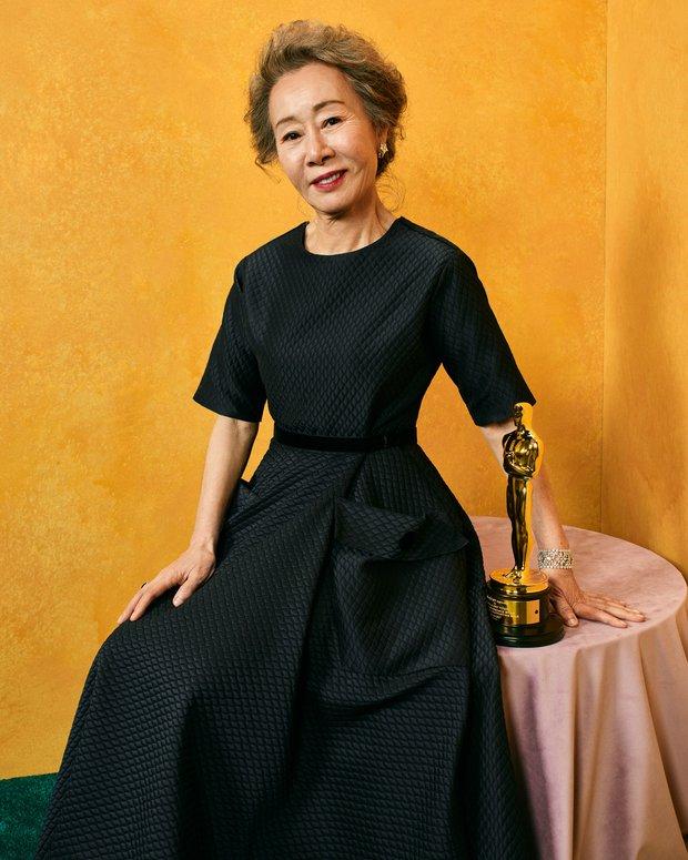 Sao nữ 74 tuổi đã có mặt ở sân bay Hàn Quốc sau chiến thắng lịch sử tại Oscar, phong cách ăn mặc khiến Knet ngỡ ngàng - Ảnh 7.