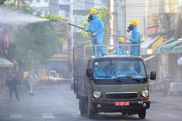 Nhân viên thẩm mỹ viện mắc Covid-19 ở Đà Nẵng từng đến Hòa Bình và 2 bệnh viện ở Hà Nội - Ảnh 2.