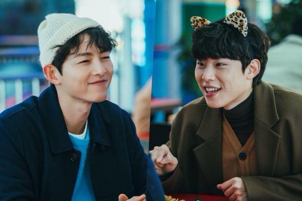 Song Joong Ki rủ mỹ nam Thấy Ghê tái hiện lại cảnh đam mỹ trong Vincenzo - Ảnh 1.
