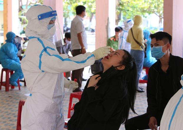 2 nhân viên thẩm mỹ viện dương tính SARS-CoV-2 ở Đà Nẵng đi lại nhiều nơi, họp tổng công ty và tiếp xúc với nhiều khách - Ảnh 1.