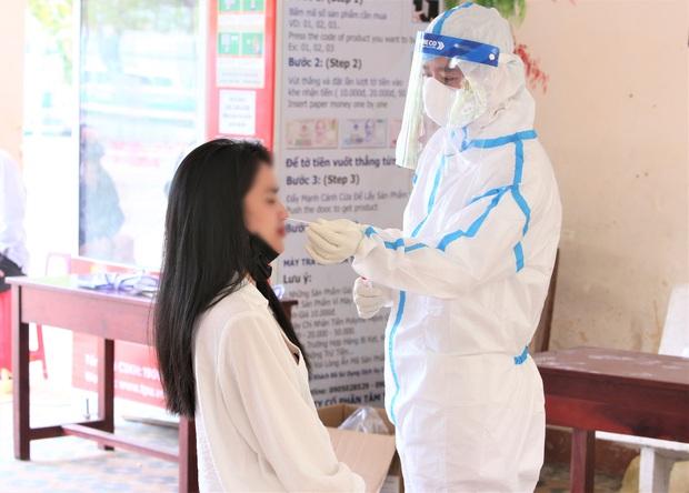 Quảng Nam có thêm 1 ca dương tính SARS-CoV-2, là nhân viên thẩm mỹ viện ở Đà Nẵng, đã đi nhiều nơi, tiếp xúc nhiều người - Ảnh 2.