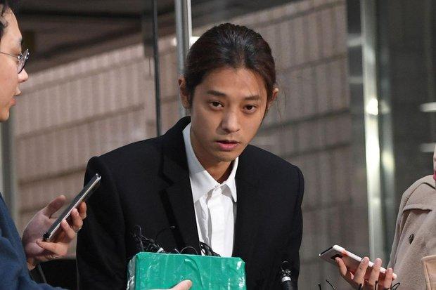 Biến mới Kbiz: Đang ngồi tù, Jung Joon Young bị bạn gái cũ đệ đơn lên hẳn Nhà Xanh tố làm trò đồi bại sau 5 năm huỷ kiện - Ảnh 2.