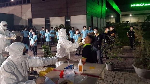 Phú Thọ xét nghiệm Covid-19 cho hơn 2.000 công nhân khu công nghiệp - Ảnh 1.