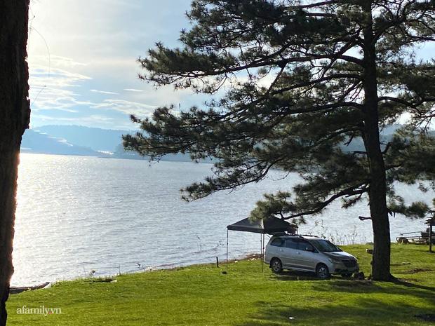 Cặp vợ chồng biến ô tô thành lều trại đi camping khắp nơi, tiện đâu ngủ đó mà sang trọng không thua khách sạn - Ảnh 1.