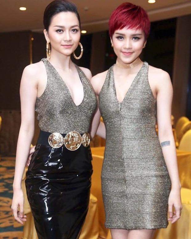 Nhìn lại chặng đường sự nghiệp Thiều Bảo Trâm, toàn thấy gắn bên cạnh tên ai đó: Sơn Tùng, Lisa (BLACKPINK) và chị gái Thiều Bảo Trang - Ảnh 2.