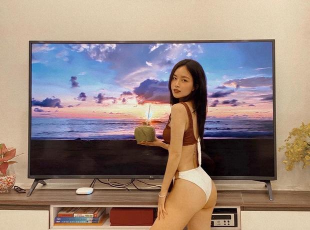 Check-in bikini bên bãi biển vắng, nữ MC sexy tiết lộ bí kíp du lịch an toàn trong mùa dịch - Ảnh 2.