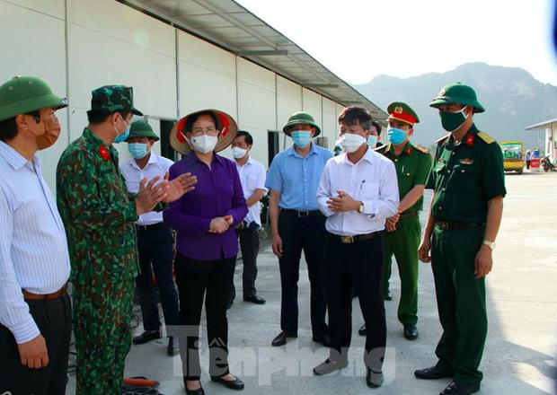 Nhân viên y tế chùa Tam Chúc có gần 1.900 F1,F2, Hà Nam phong tỏa thêm 2 khu vực - Ảnh 1.