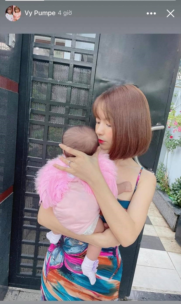 Sau khi treo thưởng 20 triệu tìm kẻ chê bai ngoại hình con gái, bà xã Mạc Văn Khoa bỗng có động thái đáng chú ý nhằm bảo vệ bé - Ảnh 2.