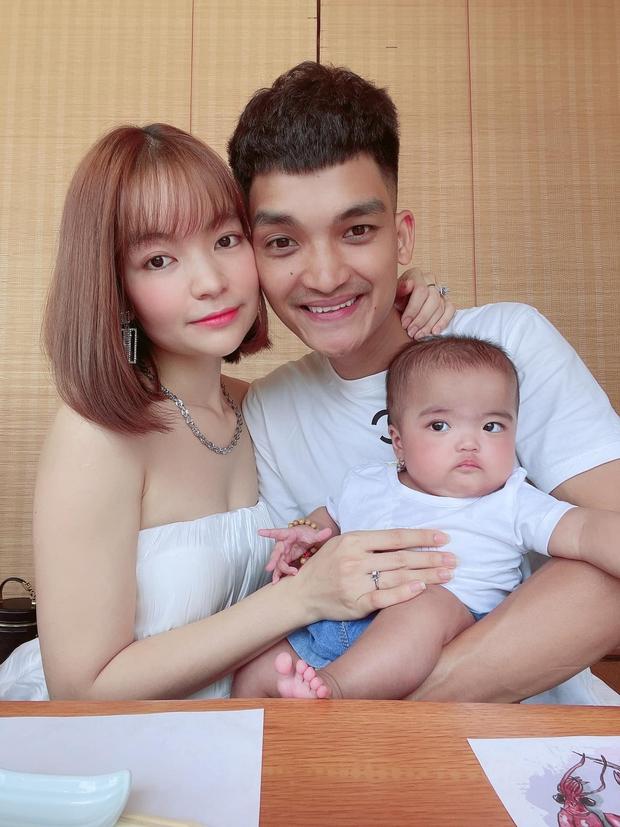 Sau khi treo thưởng 20 triệu tìm kẻ chê bai ngoại hình con gái, bà xã Mạc Văn Khoa bỗng có động thái đáng chú ý nhằm bảo vệ bé - Ảnh 4.
