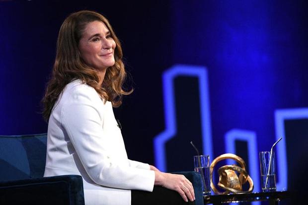 Thời điểm ly hôn của vợ chồng tỷ phú Bill Gates có liên quan đến con gái út, bà Melinda một bước lên tiên dù chỉ mới bắt đầu chia tài sản - Ảnh 1.