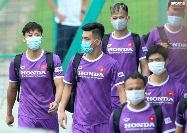 HLV Hà Nội FC tới xem tuyển Việt Nam tập luyện, thầy Park đưa đi gặp lãnh đạo VFF - Ảnh 7.