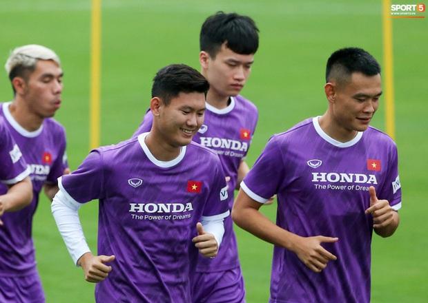 HLV Hà Nội FC tới xem tuyển Việt Nam tập luyện, thầy Park đưa đi gặp lãnh đạo VFF - Ảnh 8.