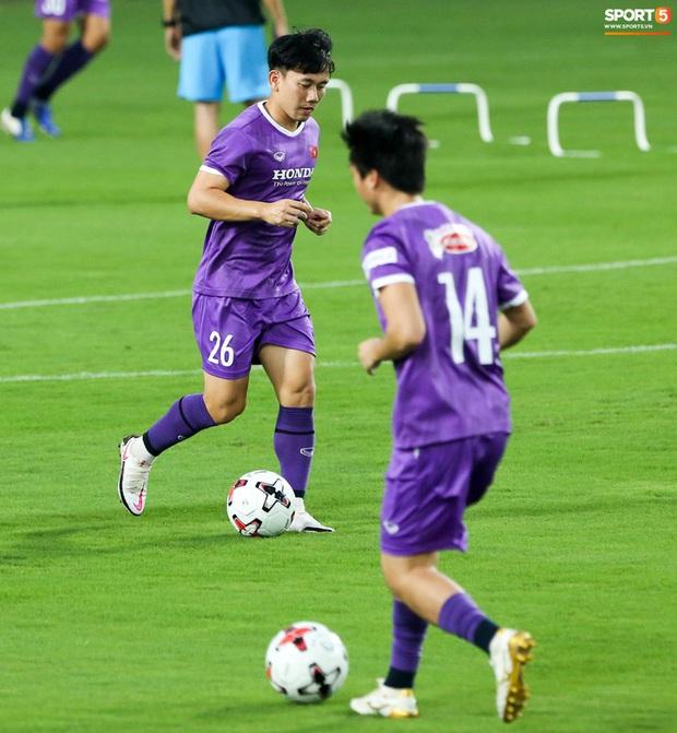 HLV Hà Nội FC tới xem tuyển Việt Nam tập luyện, thầy Park đưa đi gặp lãnh đạo VFF - Ảnh 9.