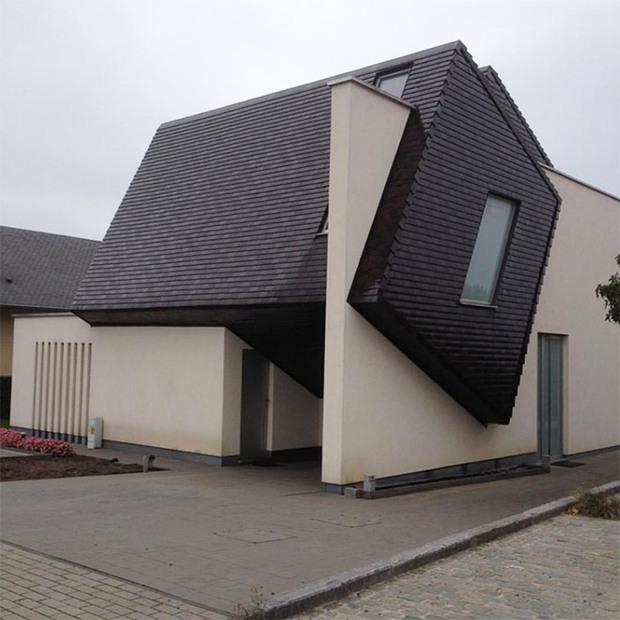 19 ngôi nhà xấu nhất nước Bỉ, xem xong mất niềm tin vào kiến trúc sư nước này - Ảnh 9.