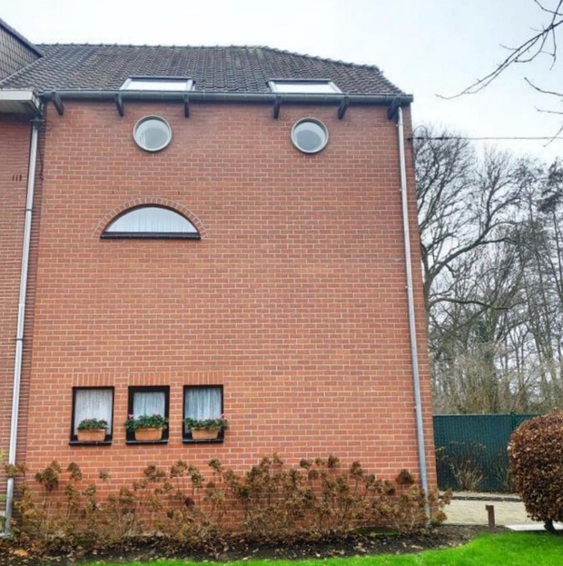 19 ngôi nhà xấu nhất nước Bỉ, xem xong mất niềm tin vào kiến trúc sư nước này - Ảnh 15.