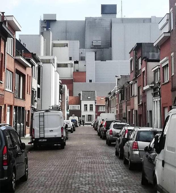 19 ngôi nhà xấu nhất nước Bỉ, xem xong mất niềm tin vào kiến trúc sư nước này - Ảnh 3.