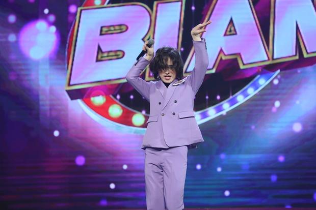 Trần Đức Bo xuất hiện trên sóng truyền hình, gây bất ngờ khi cover hit Mỹ Tâm, Hiền Hồ, Phí Phương Anh! - Ảnh 5.