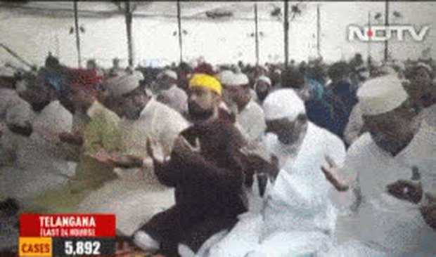 Phớt lờ Covid-19, hàng trăm người Ấn Độ không đeo khẩu trang tập trung cầu nguyện - Ảnh 1.