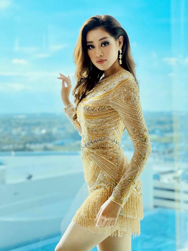 Khánh Vân chặt chém tại Miss Universe 2020 nhờ trang phục ôm sát, khoe đường cong bốc lửa, khiến HHHV Canada phải trầm trồ - Ảnh 2.