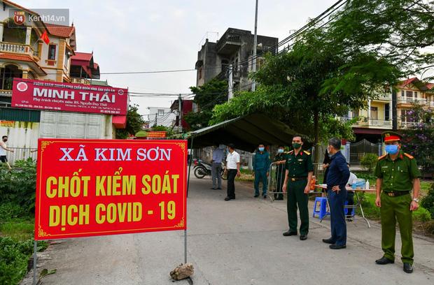 Hà Nội: Phong toả nơi ở của 4 nữ sinh lớp 12 dương tính với SARS-CoV-2 - Ảnh 2.