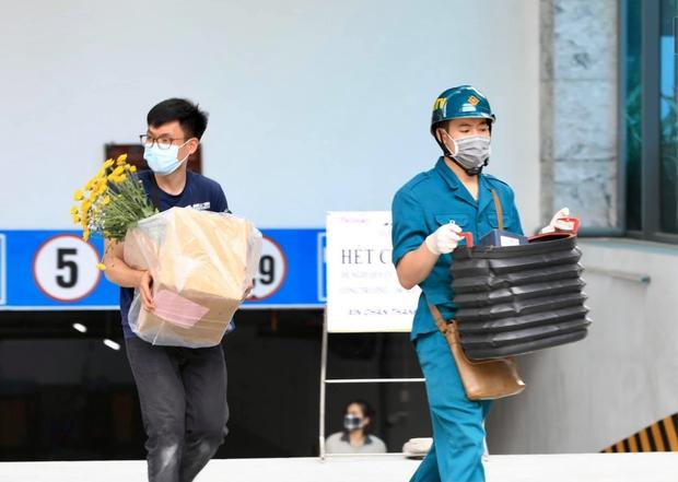 Hà Nội: Lập rào chắn, cách ly y tế tạm thời chung cư The Legacy sau ca dương tính với SARS-CoV-2 - Ảnh 8.