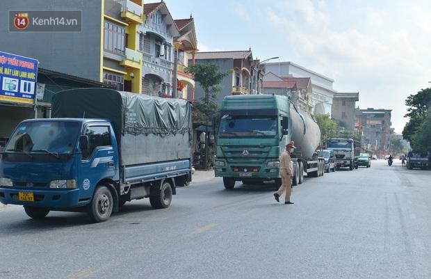 Đúng phút 89, chú rể Bắc Ninh đành ngậm ngùi quay xe, cùng cô dâu trở về Hà Nội do nhà trai trong khu vực dãn cách xã hội - Ảnh 1.
