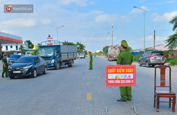 Đúng phút 89, chú rể Bắc Ninh đành ngậm ngùi quay xe, cùng cô dâu trở về Hà Nội do nhà trai trong khu vực dãn cách xã hội - Ảnh 4.